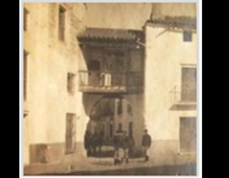 Descripción de Historia local (muralla y puertas)