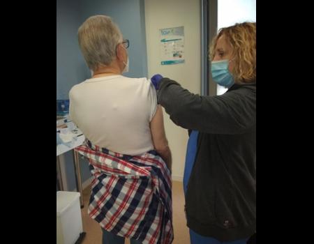 El centro de salud vacunará esta semana a casi 500 vecinos almagreños con la primera dosis