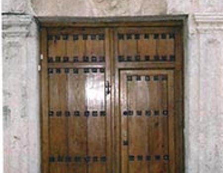 La casa nº 28 de la calle de Granada de Almagro con la Cruz de la Orden de San Juan de Jerusalén en su portada Publicado