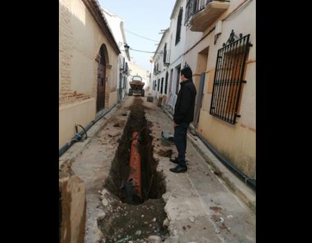 El Ayuntamiento renueva las redes de agua potable y aguas residuales de la calle Jeme