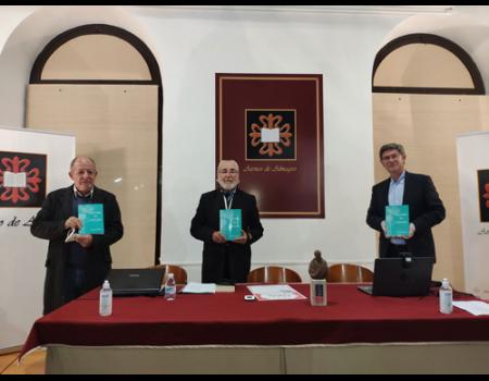 El Ateneo entrega a Manolita Espinosa el premio Clavero, en su primera edición