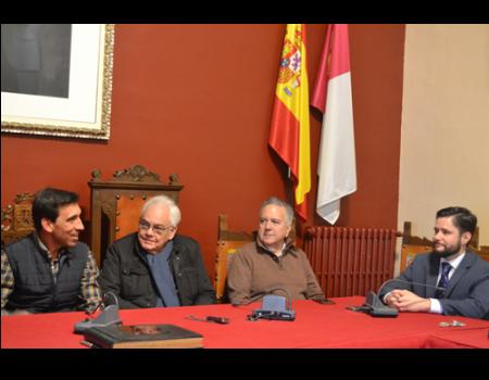 Dos descendientes de las familias Juren y Xedler, factores de los Fúcares visitan Almagro