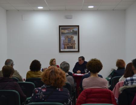 Félix Llorente comparte su primer libro infantil con el club de lectura de la Biblioteca