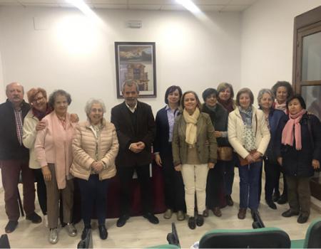 El escritor canario Domingo Corujo presentó sus libros poéticos Poemaforismo y Flores del estercolero