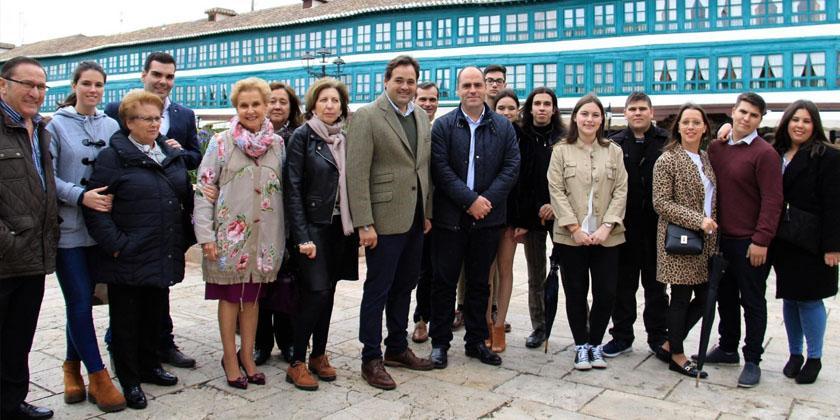 El presidente del PP de Castilla-La Mancha visita Almagro