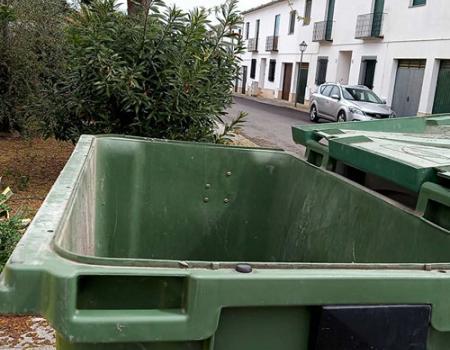 El Ayuntamiento pide dejar abiertas las tapas de los contenedores de carga trasera instalados en las calles