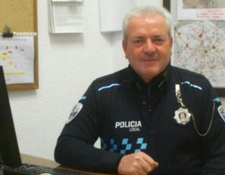 El policía municipal Gabriel Rodríguez recibe un emotivo homenaje de sus compañeros