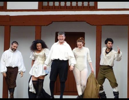 La compañía Corrales de Comedias vuelve este fin de semana con su programación hasta otoño