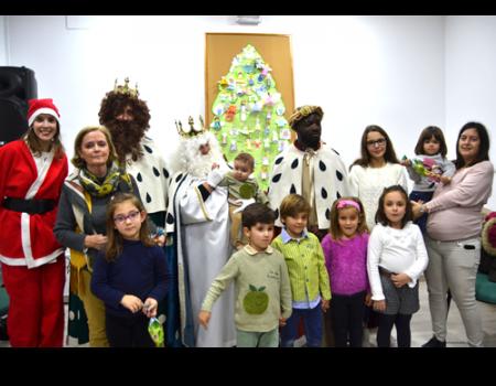 Los Reyes Magos visitaron a los usuarios más pequeños de la Biblioteca