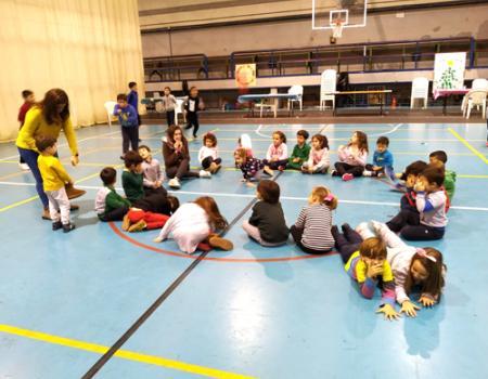 Más de 120 niños se divierten en Navilandia
