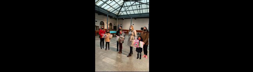 La Concejalía de Infancia entrega los premios del concurso de felicitación navideña