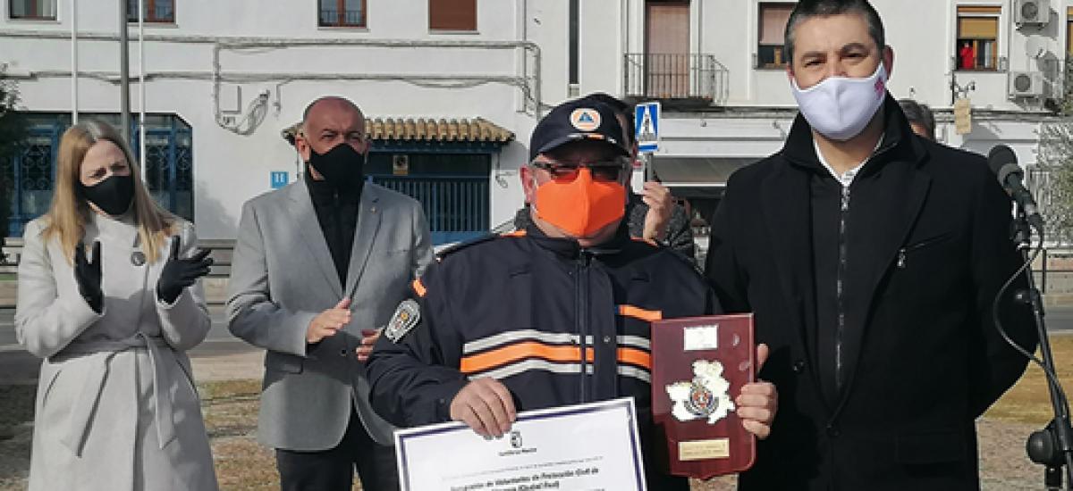 Almagro homenajea a Protección Civil en el Día de la Constitución