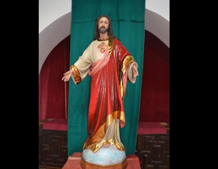 Alumnos de Restauración y Pintura de la Universidad Popular restauran la imagen del Sagrado Corazón de las monjas dominicas