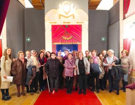 El taller de Memoria de la Universidad Popular visita el Museo Nacional del Teatro