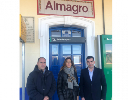 La diputada nacional Rosa Romero visitó la estación de tren