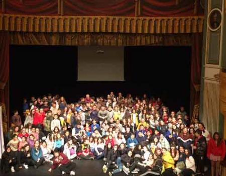 Alumnos del instituto Antonio Calvín se suben al escenario