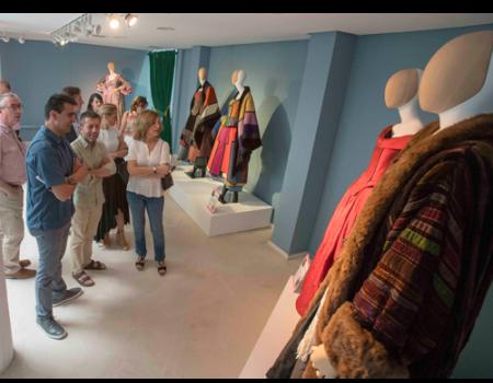 Una selección de trajes del maestro figurinista Pedro Moreno se muestra en el Museo del Encaje