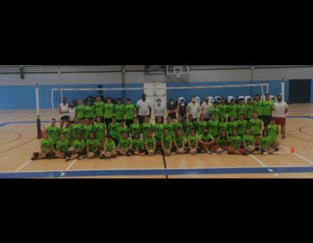 El I campus nacional de Voleibol inaugura la nueva pista del pabellón José Manuel Roldan