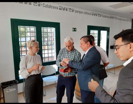 Una delegación de la República de Uzbekistán conoce el método LEADER y el Parque Cultural de Calatrava