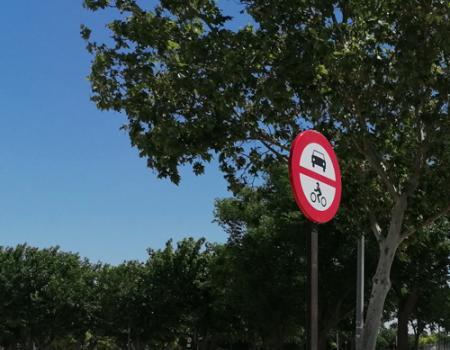 El Ayuntamiento prohíbe el paso de vehículos a motor al recinto ferial