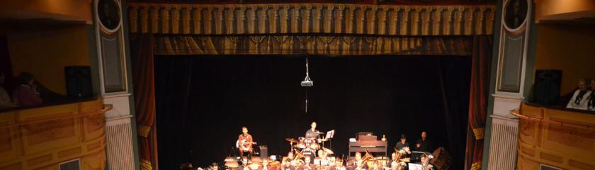 El Teatro Municipal se retrotrae a los años 80 y 90 de la mano de la Banda de Música y el programa radiofónico Onda Musical