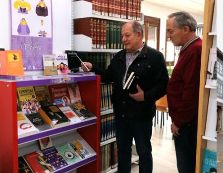 """""""La estantería violeta"""" llega a Almagro con una treintena de libros escritos por mujeres"""