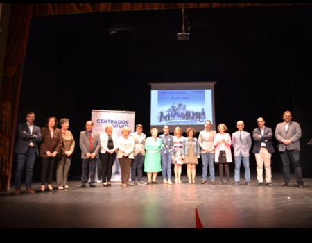 El Partido Popular presenta uno a uno a los miembros que forman su candidatura e informa de su programa en el Mercadillo
