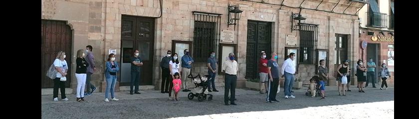 Almagro guarda un minuto de silencio por las víctimas del COVID-19