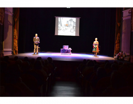La maleta de Machado llegó a Almagro por el grupo de teatro Pipirijaina