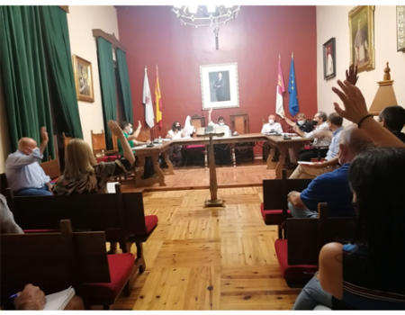 Almagro celebró su primer pleno municipal presencial con el agua como tema principal