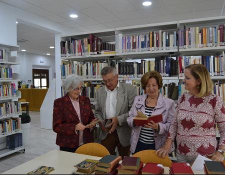 Las hermanas Redaño Bajatierra donan obras teatrales de la década de los años 20 del siglo XX a la Biblioteca de Almagro