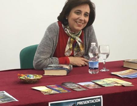 """María Gudín se reunió con el club de lectura de la Biblioteca Municipal """"Manolita Espinosa"""""""