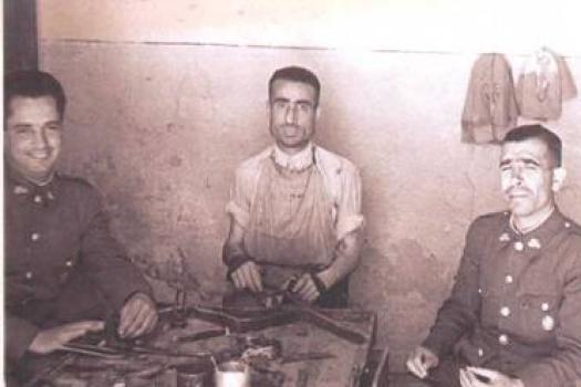 Sigifredo y el Moreno en la Guarnicionería de frente la cárcel
