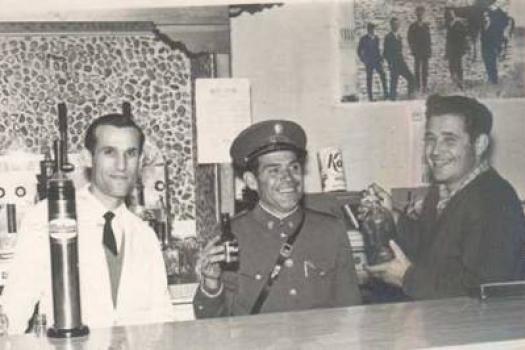 Francisco Fernández junto con unos amigos. En los años 70