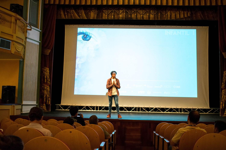 El Teatro Municipal se llena de espectadores en la primera tarde de proyecciones