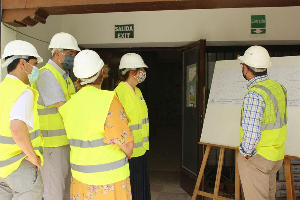 La consejera de Igualdad y portavoz visita en Almagro las obras del CEIP 'Paseo Viejo de La Florida'