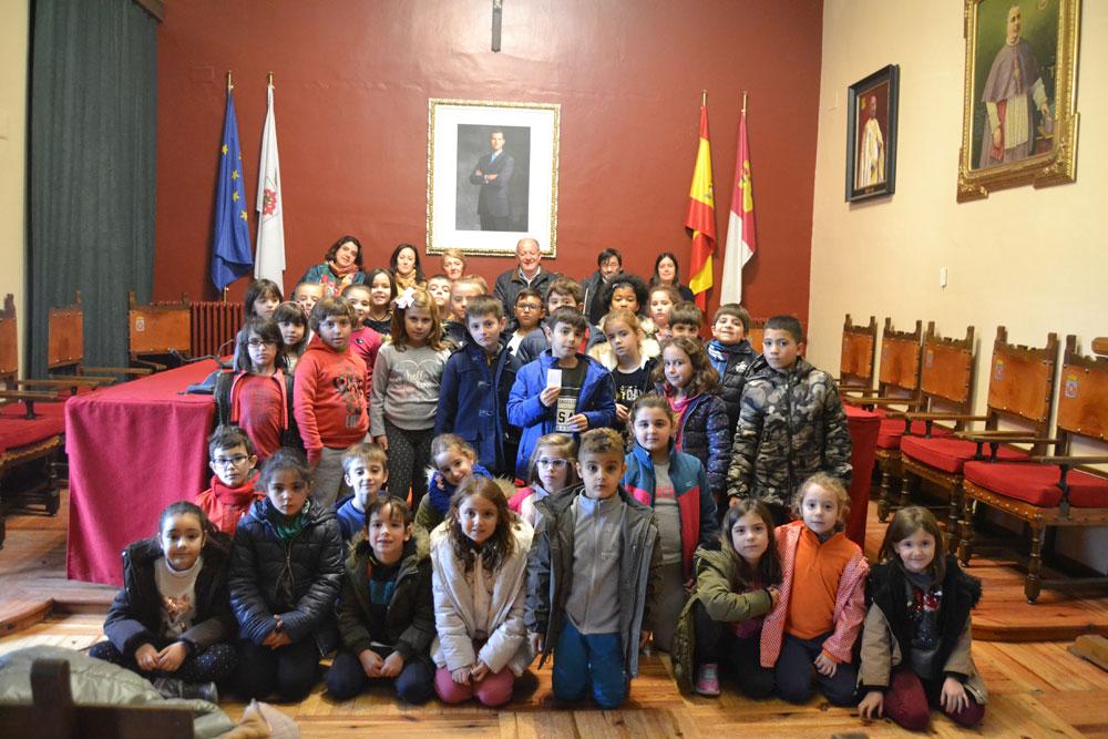 El colegio Miguel de Cervantes visita el Ayuntamiento