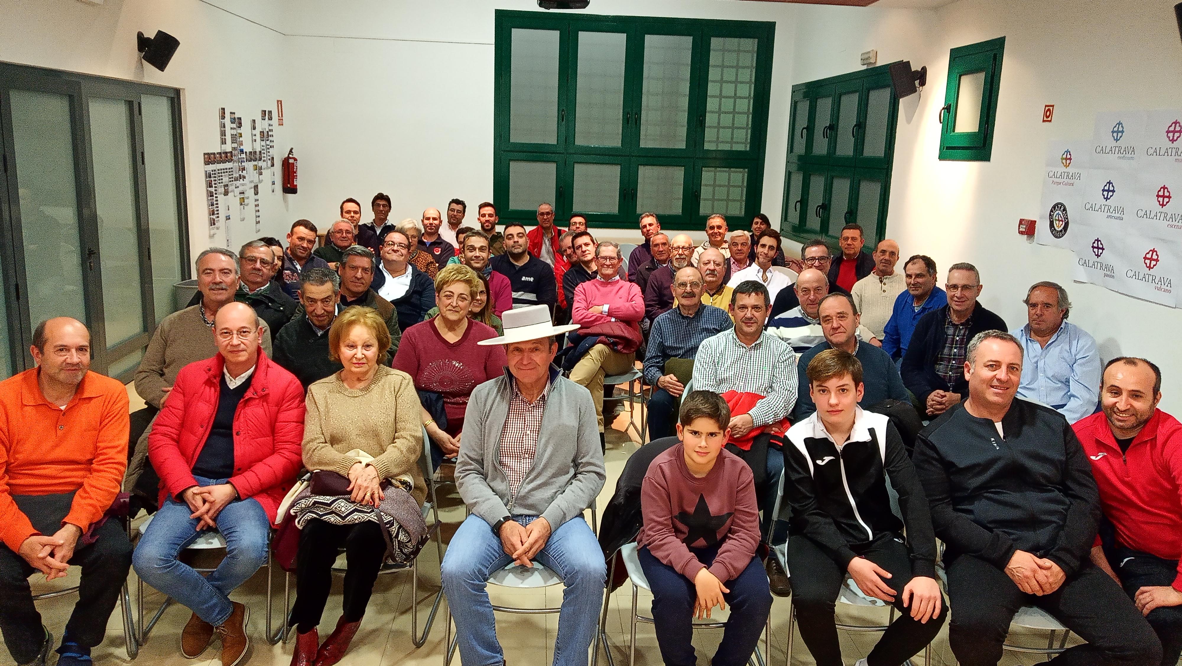 El mayoral Teo González participa en el Aula de Tauromaquia de la Universidad Popular