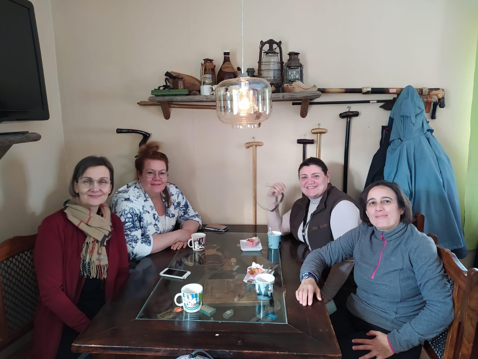 Una representación del equipo directivo del Instituto Clavero Fernández de Córdoba visita un centro educativo de Finlandia