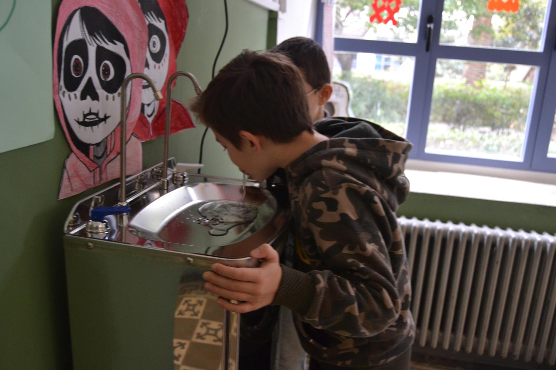 El Ayuntamiento instala tres fuentes de agua potable en los colegios