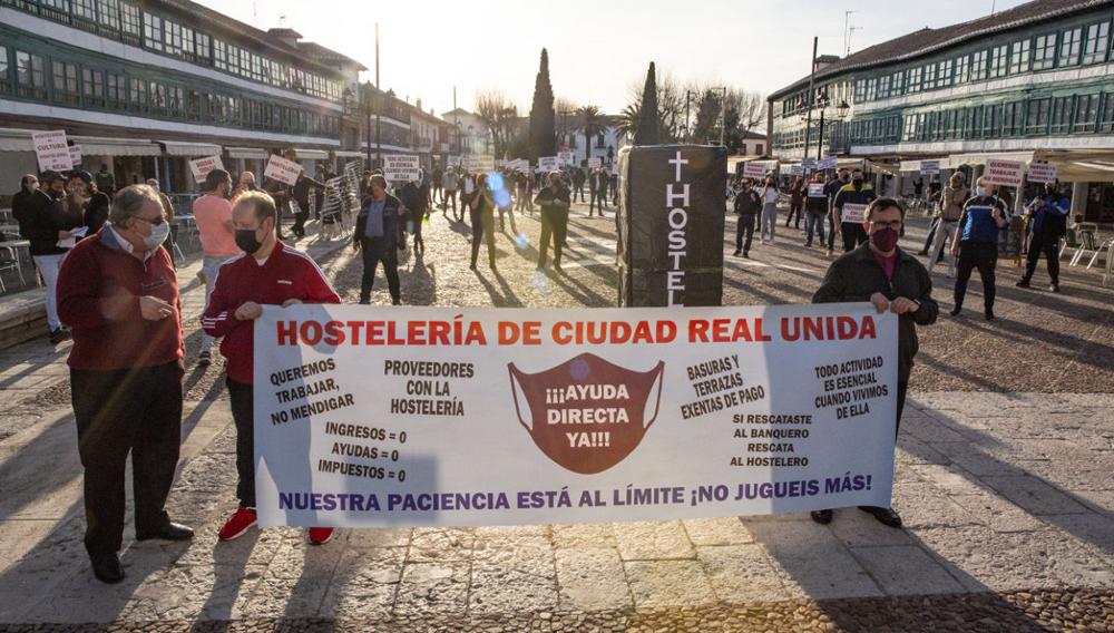 Los hosteleros de la ciudad se manifiestan para exigir soluciones a su sector frente a la pandemia