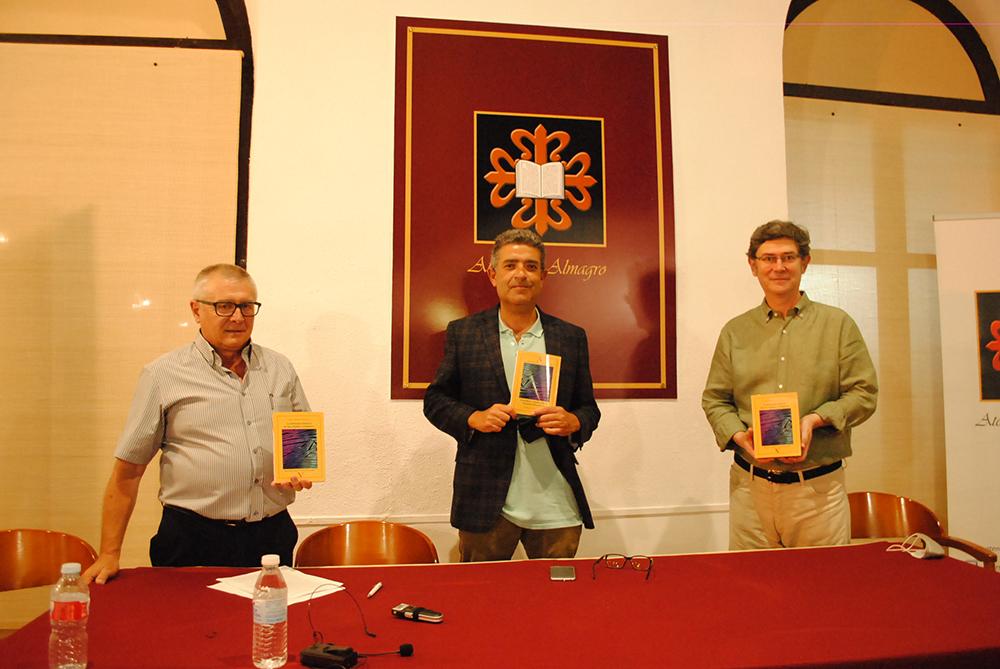 José Vicente Vinuesa presenta su tercera novela en el Ateneo