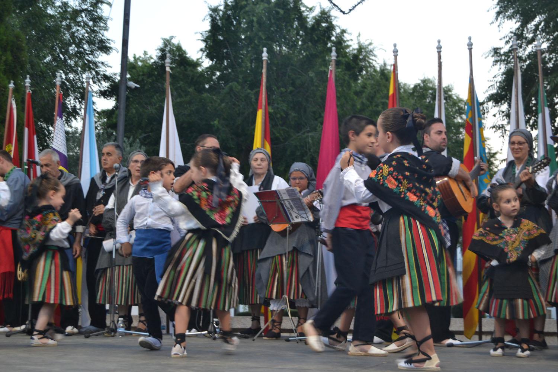 Los pequeños de Tierra Roja despiden el curso en el Festival Infantil