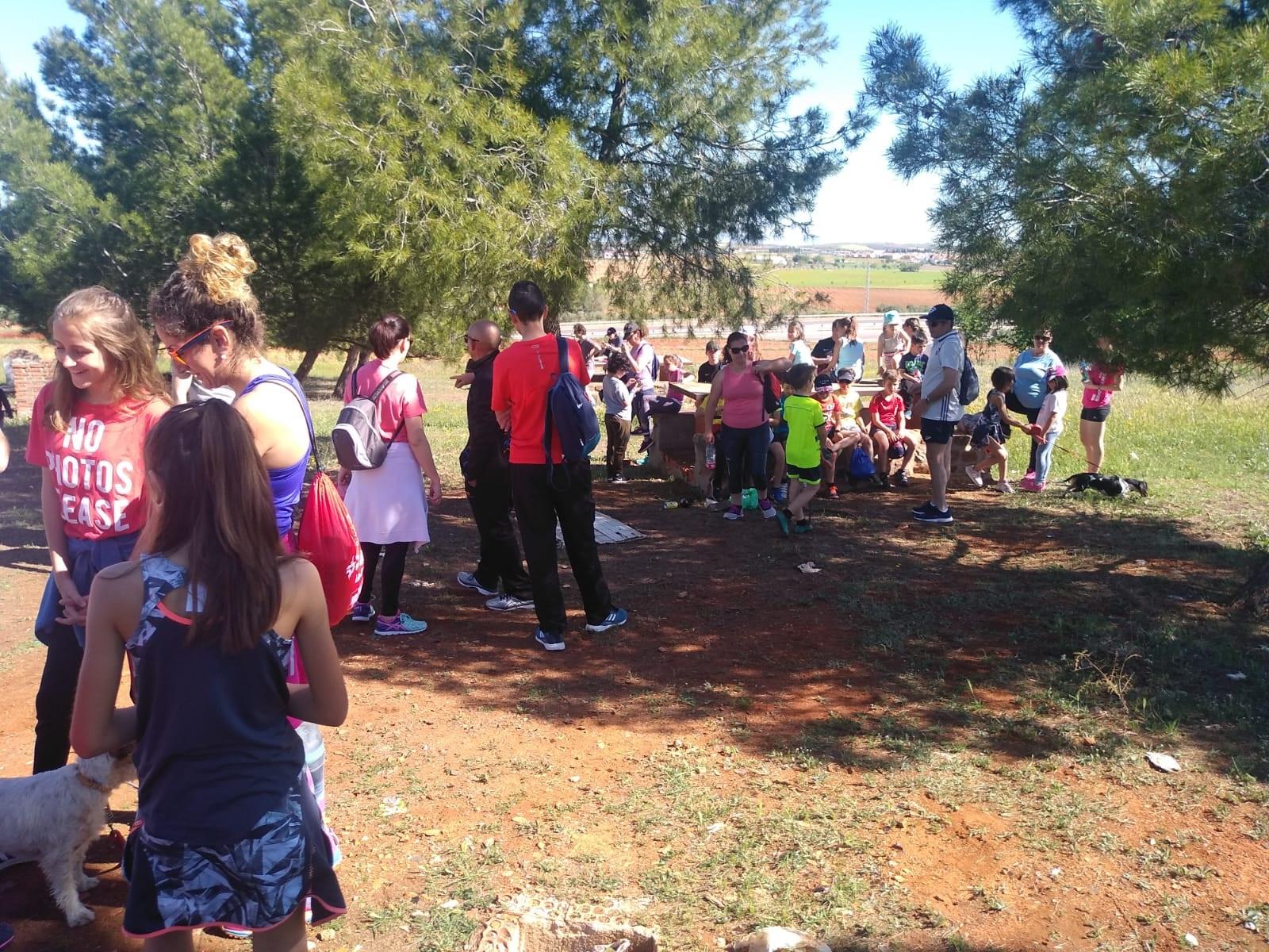 El colegio Miguel de Cervantes se va de ruta senderista y saludable