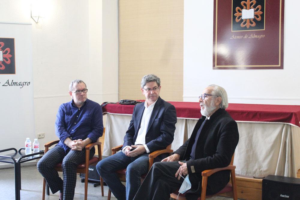 El Ateneo celebra su XXII aniversario con un coloquio con Francisco Ortuño