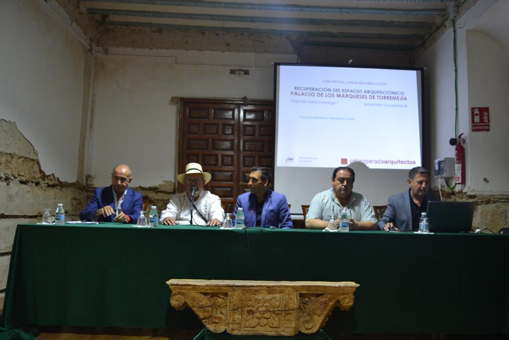 Mauricio Fernández Garza presenta a los medios de comunicación el proyecto de restauración del Palacio de los marqueses de Torremejía